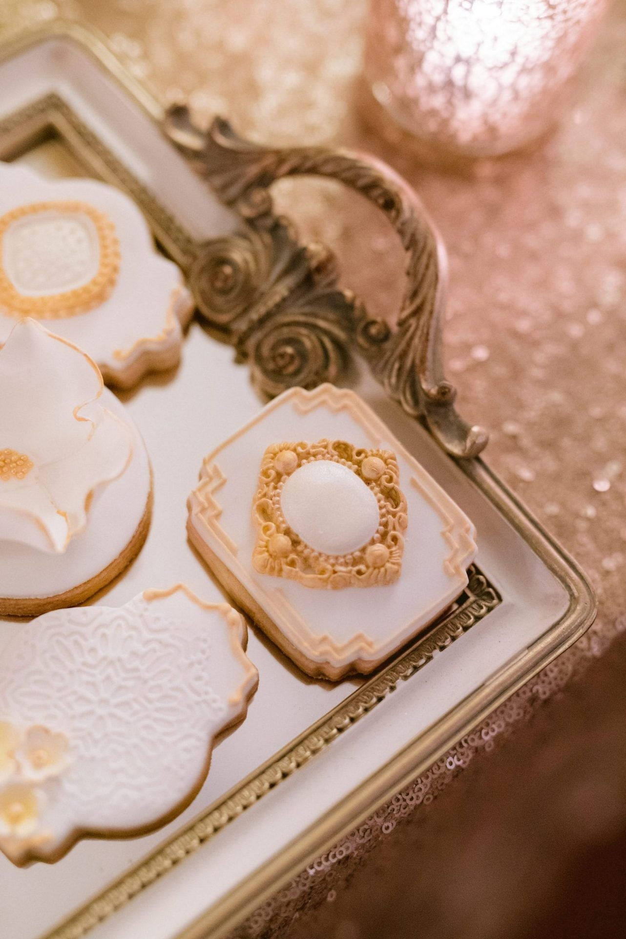 Anthea & Daniele, wedding sweet table, elegant decorated biscuit