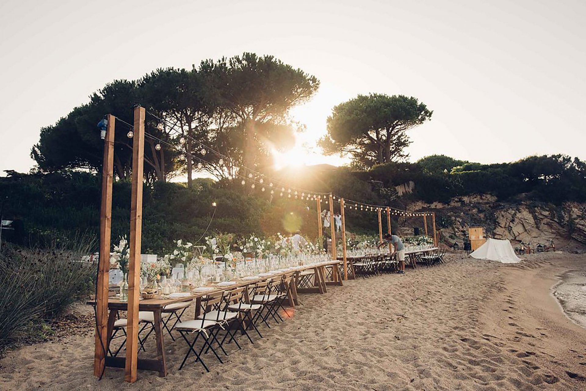 Aurelie and Thomas, wedding dinner on private beach