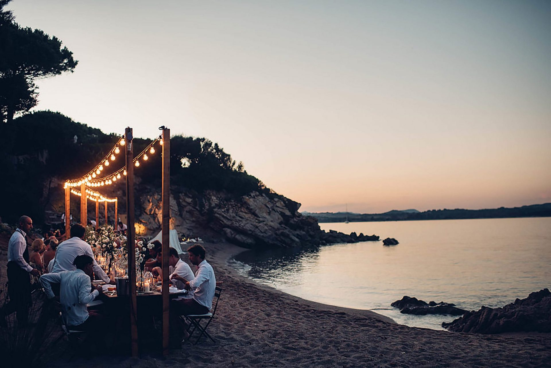 Aurelie and Thomas, wedding dinner on the beach
