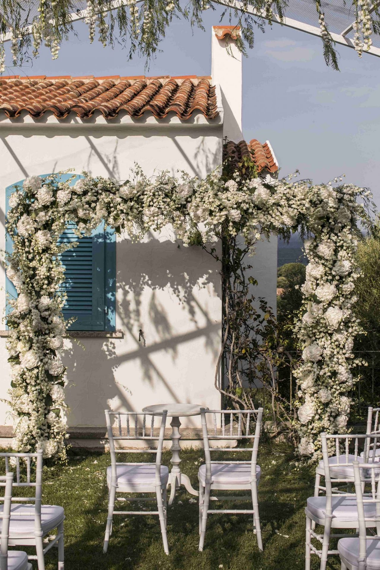 Charlotte and Mark, wedding in Porto Cervo, flower arch