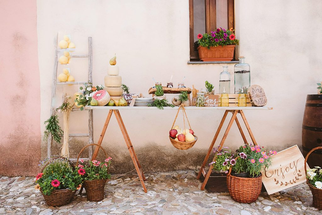 Elopement in Sardinia, traditional table