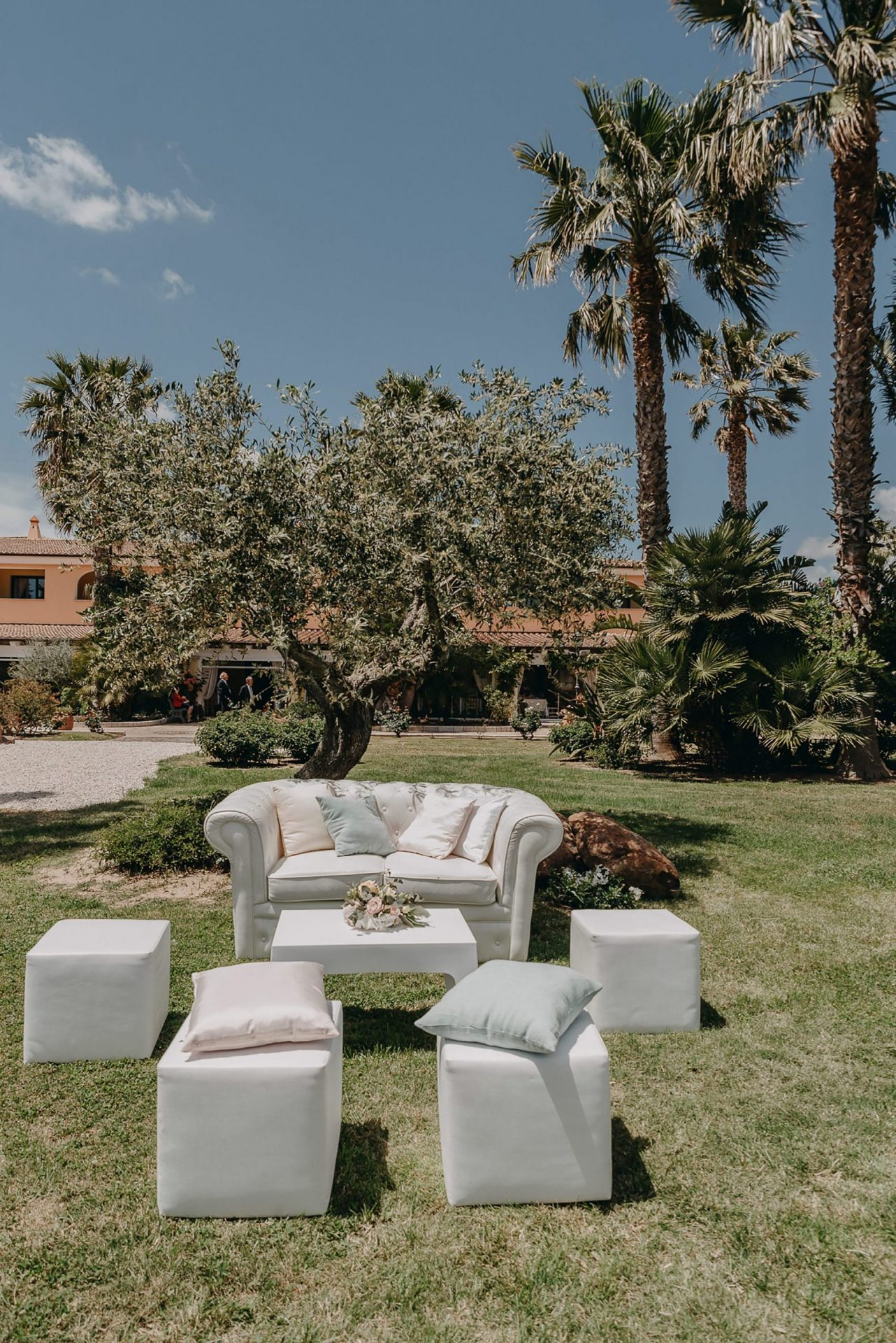 Giacomo and Federica, wedding lounge set