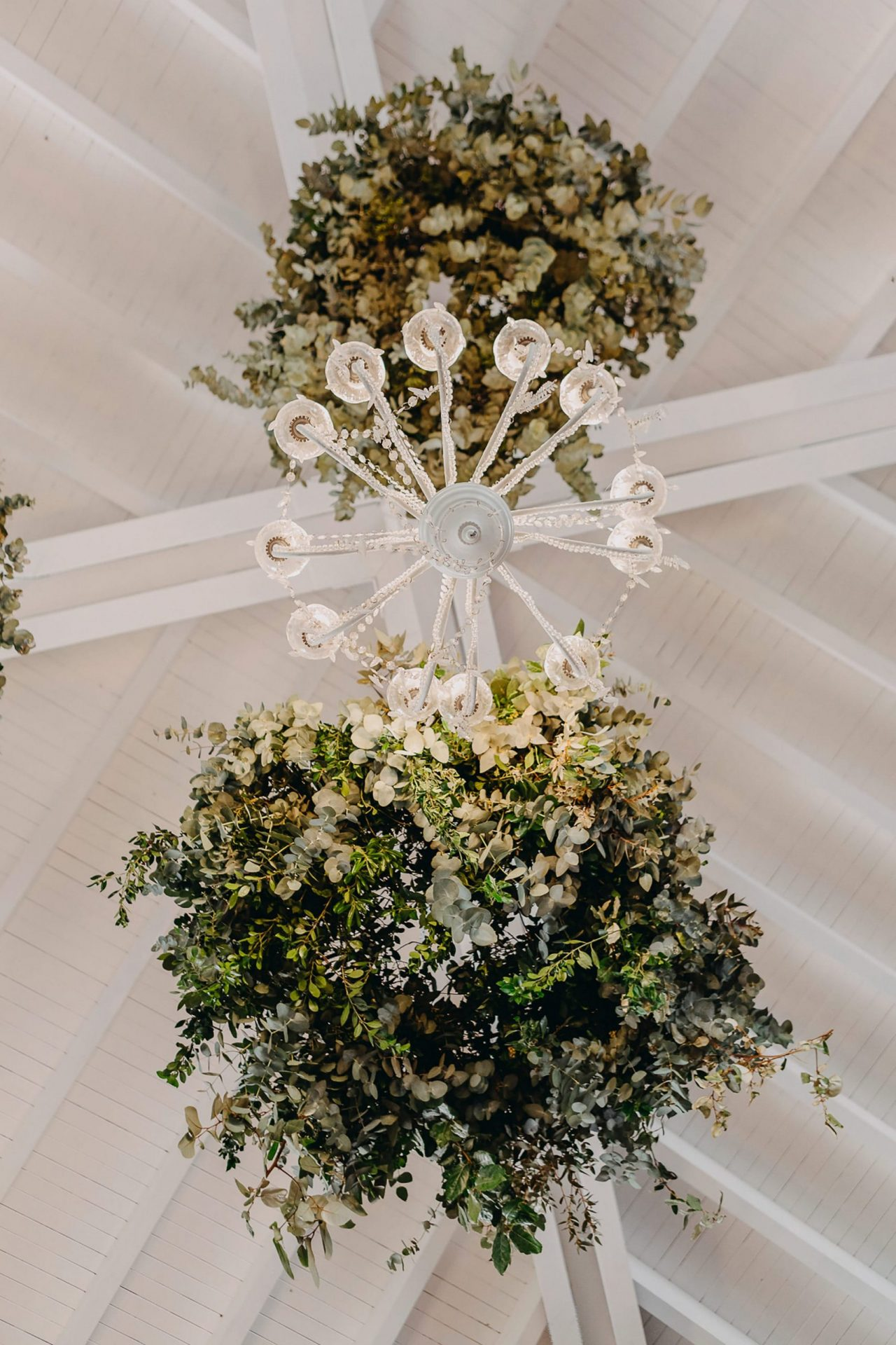 Giacomo and Federica, flowers arrangements suspension