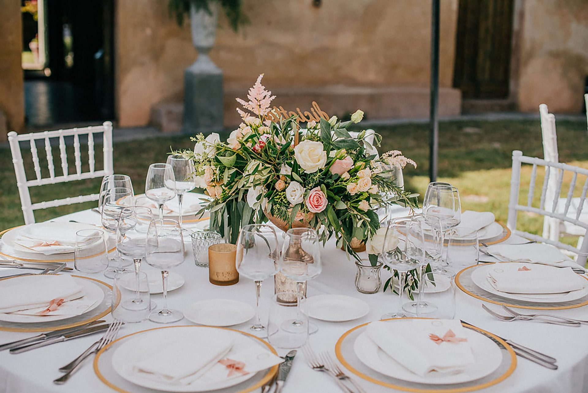 Ilaria e Giovanni, al fresco wedding, pastel tones and green flower decoration