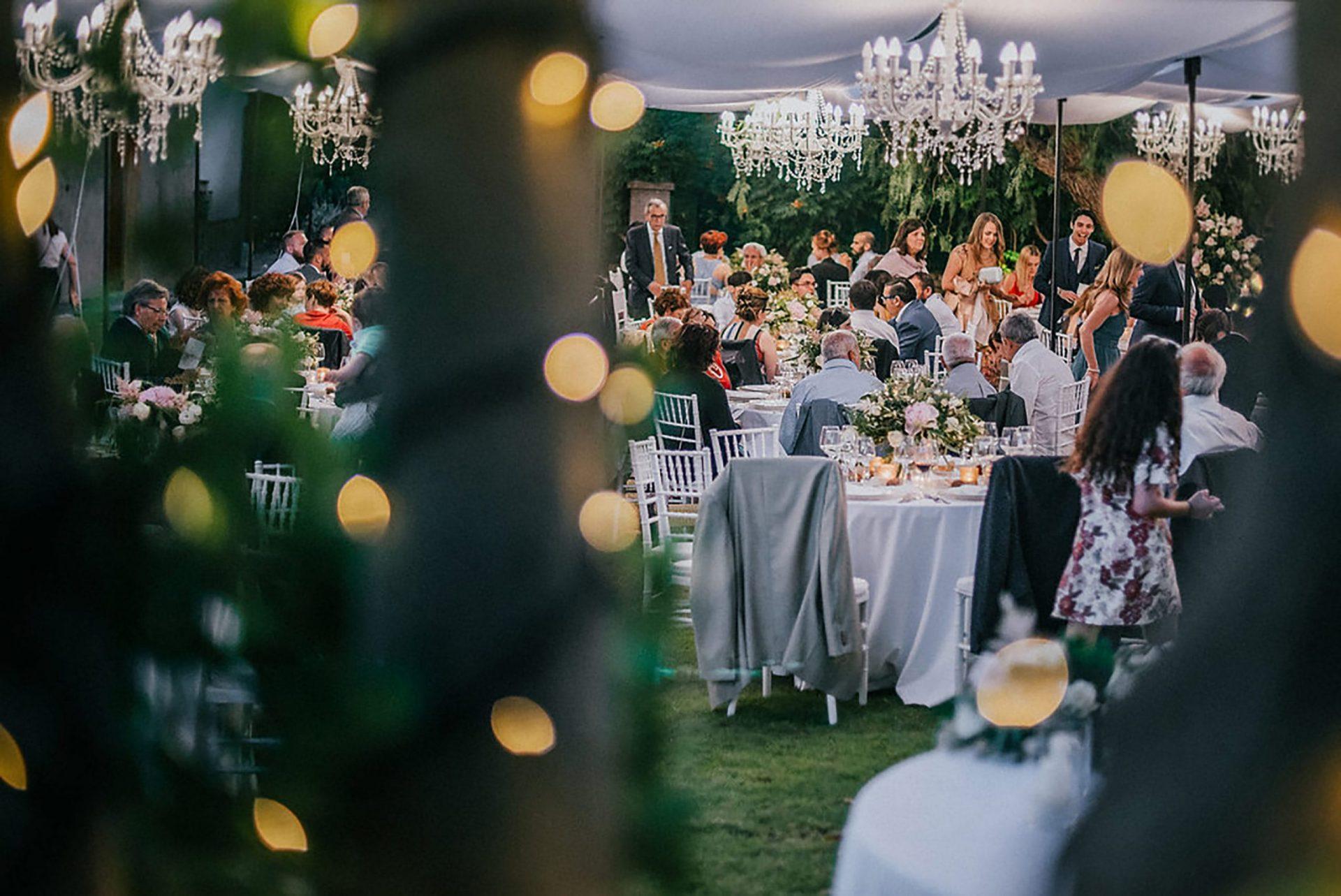 Ilaria e Giovanni, al fresco wedding reception