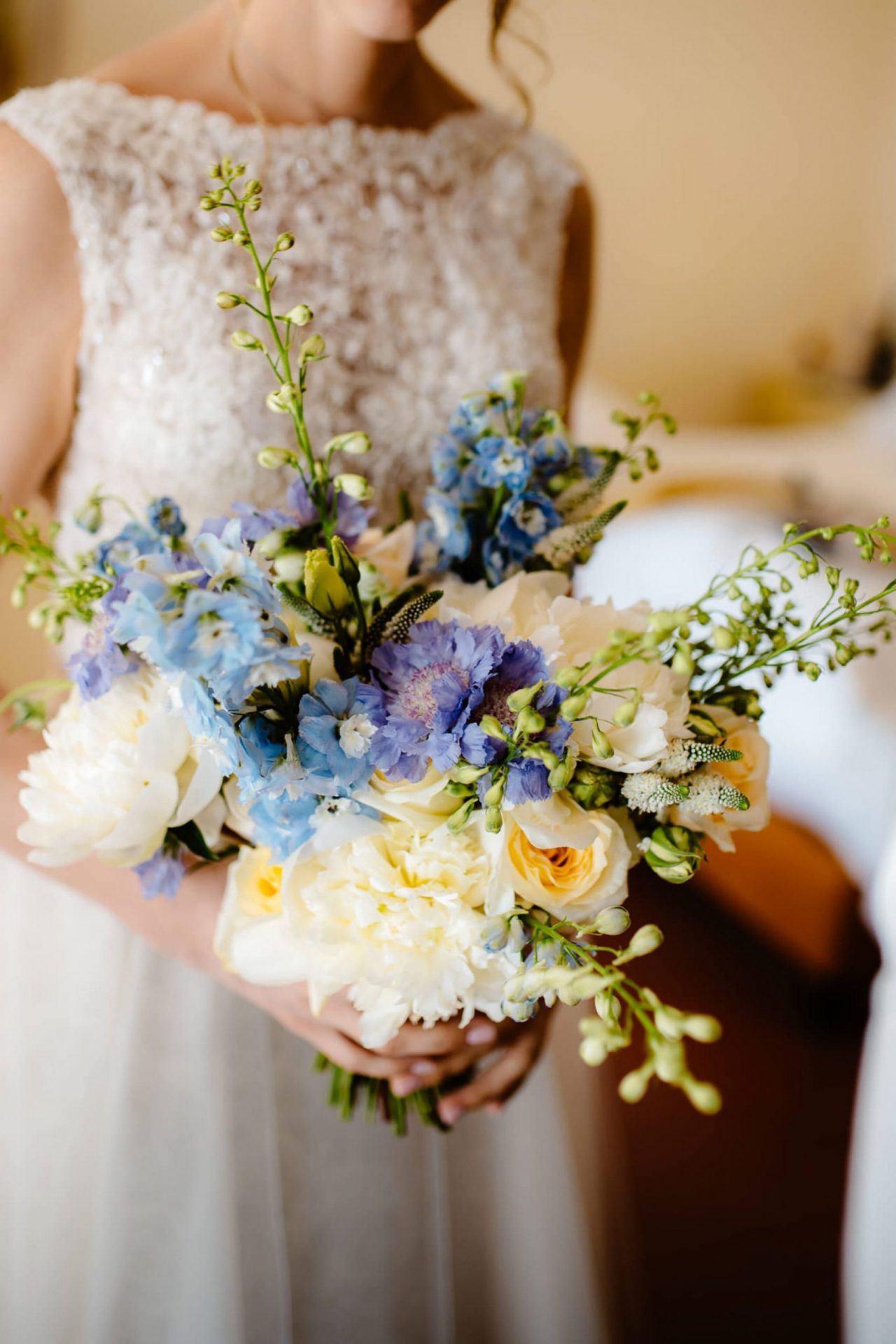Linda and Enrico, light blue and soft yellow bouquet
