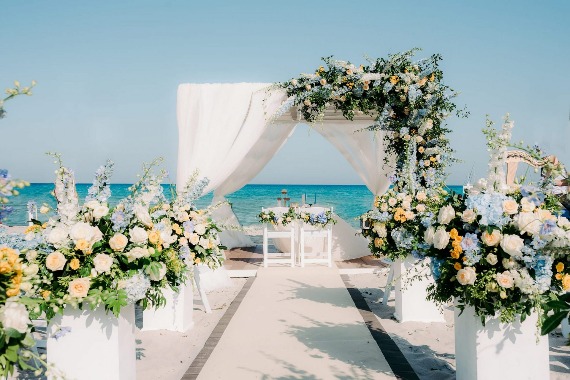 Linda and Enrico, pastel yellow and blue wedding ceremony on the beach