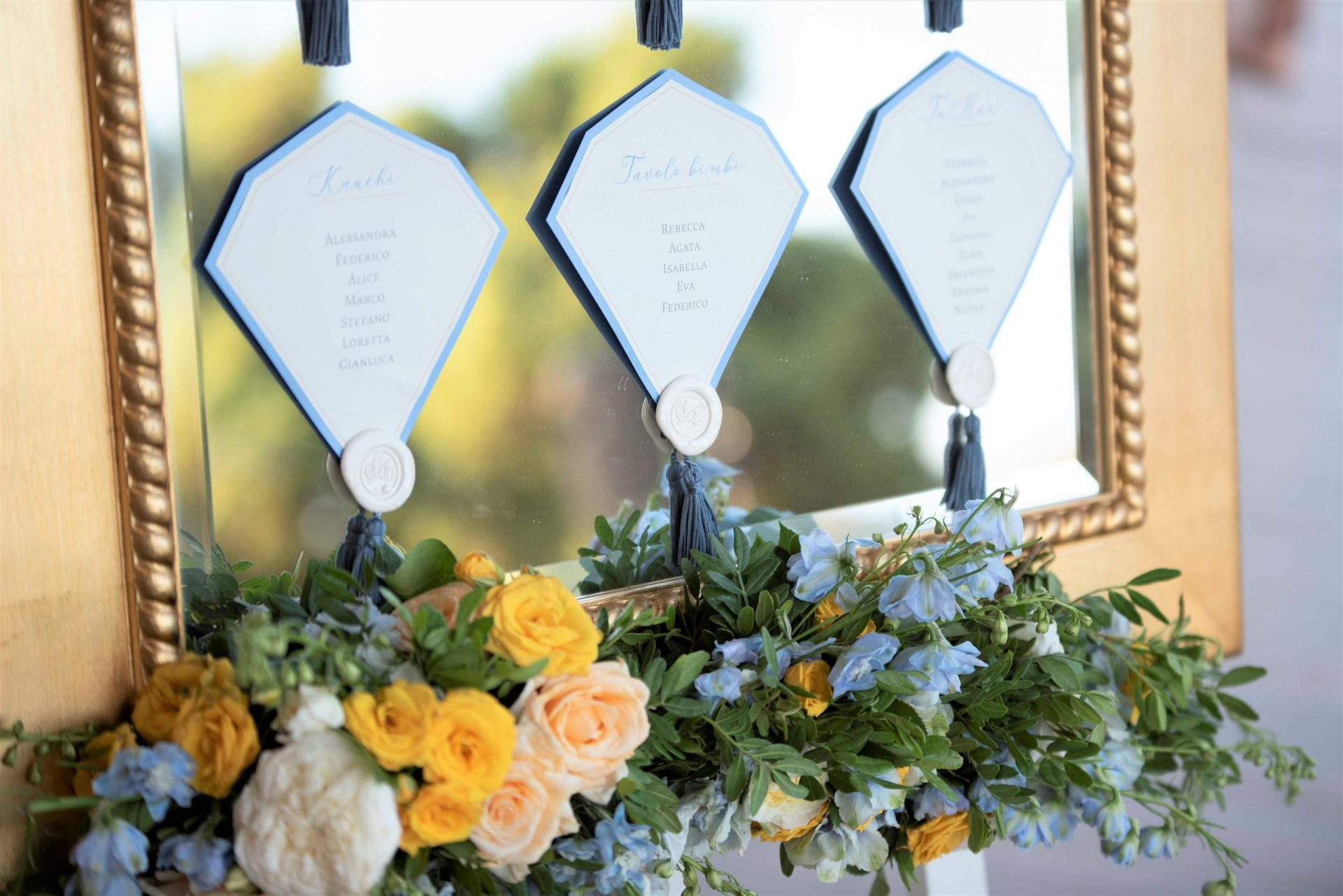 Linda and Enrico, sophisticated blue and gold wedding tableau