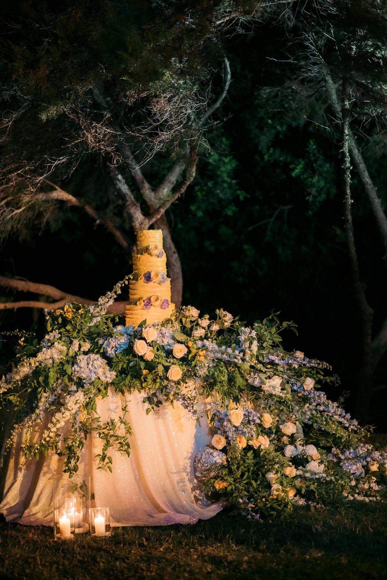Linda and Enrico, the wedding cake table