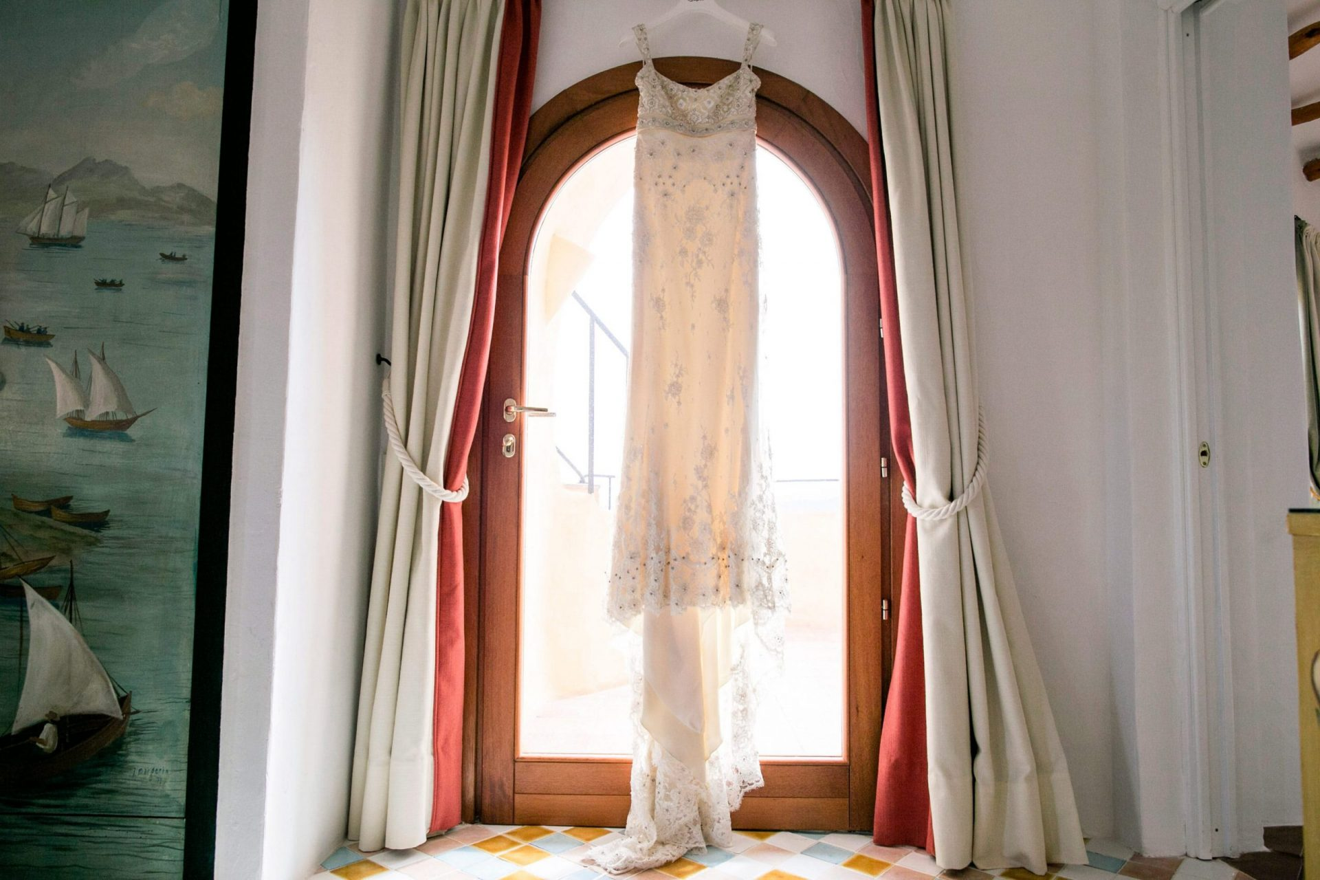 Lisa and Daniel, luxury wedding in Cala di Volpe, wedding dress
