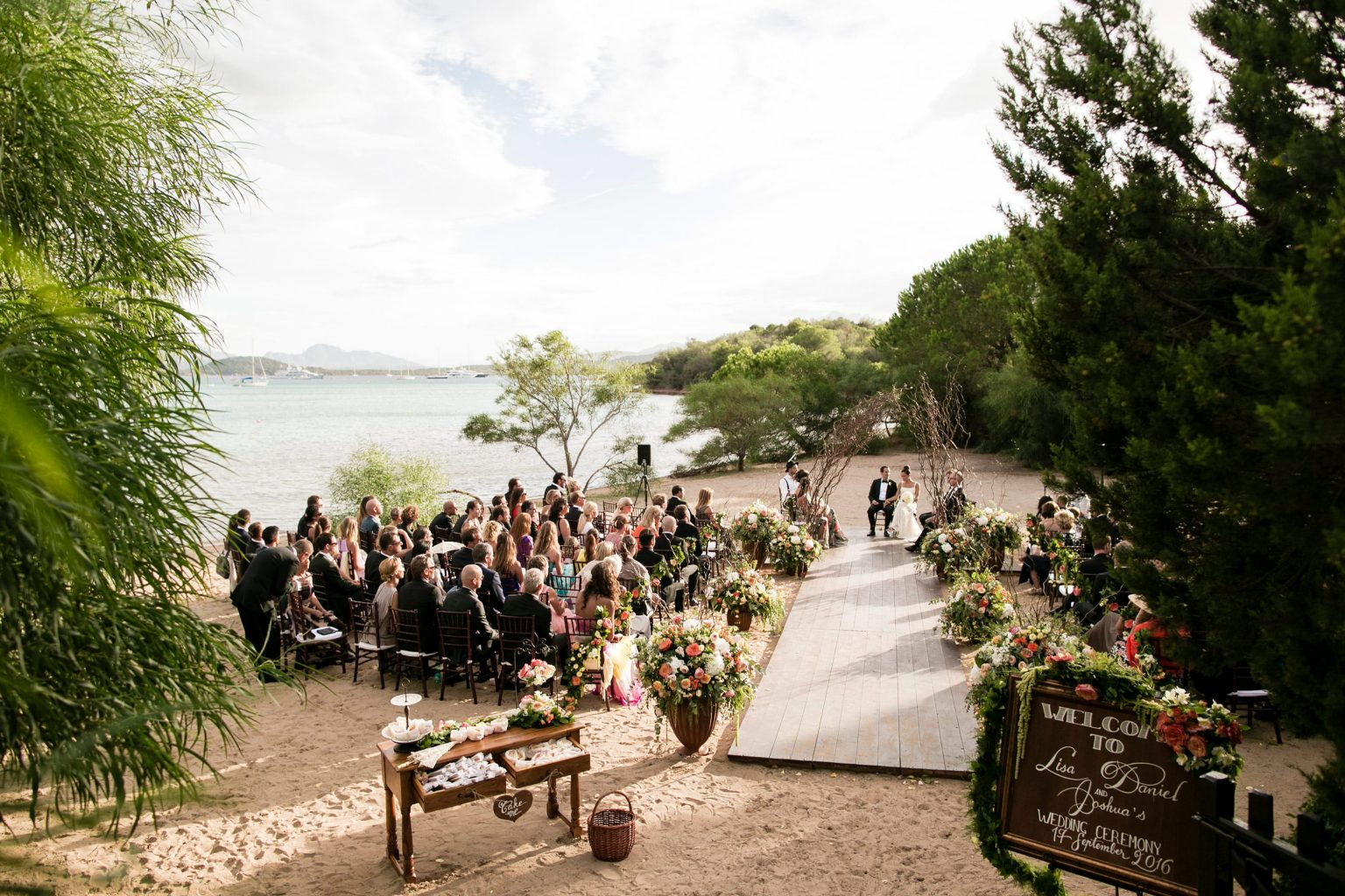 Lisa and Daniel, luxury wedding in Cala di Volpe, exclusive beach ceremony