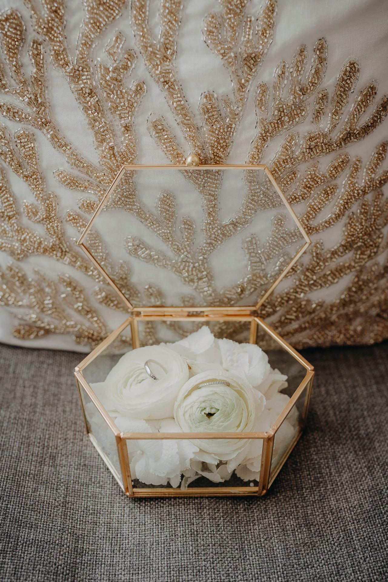 Luca and Anj, white peonies rings box