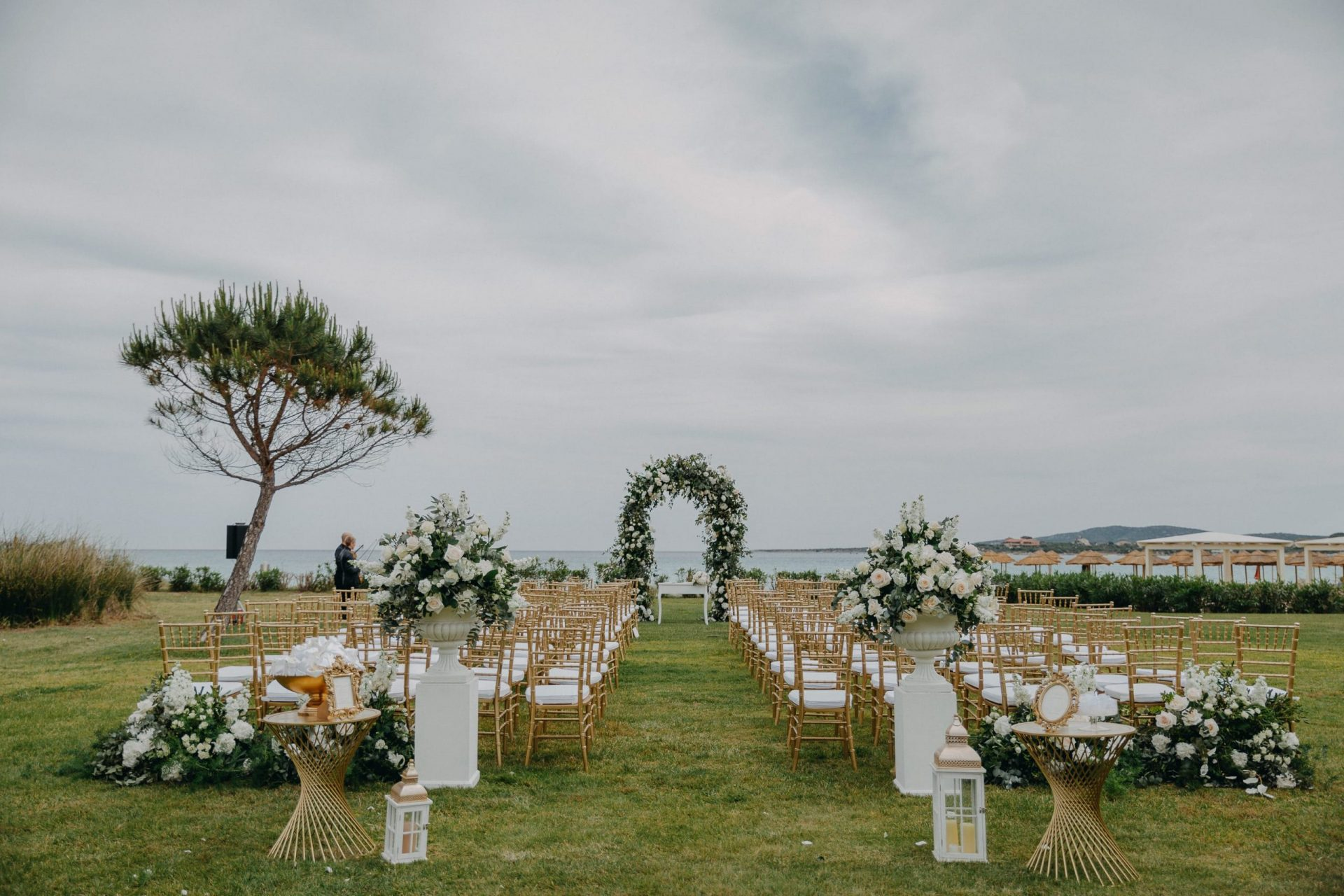 Luca and Anj, elegant wedding ceremony with sea view