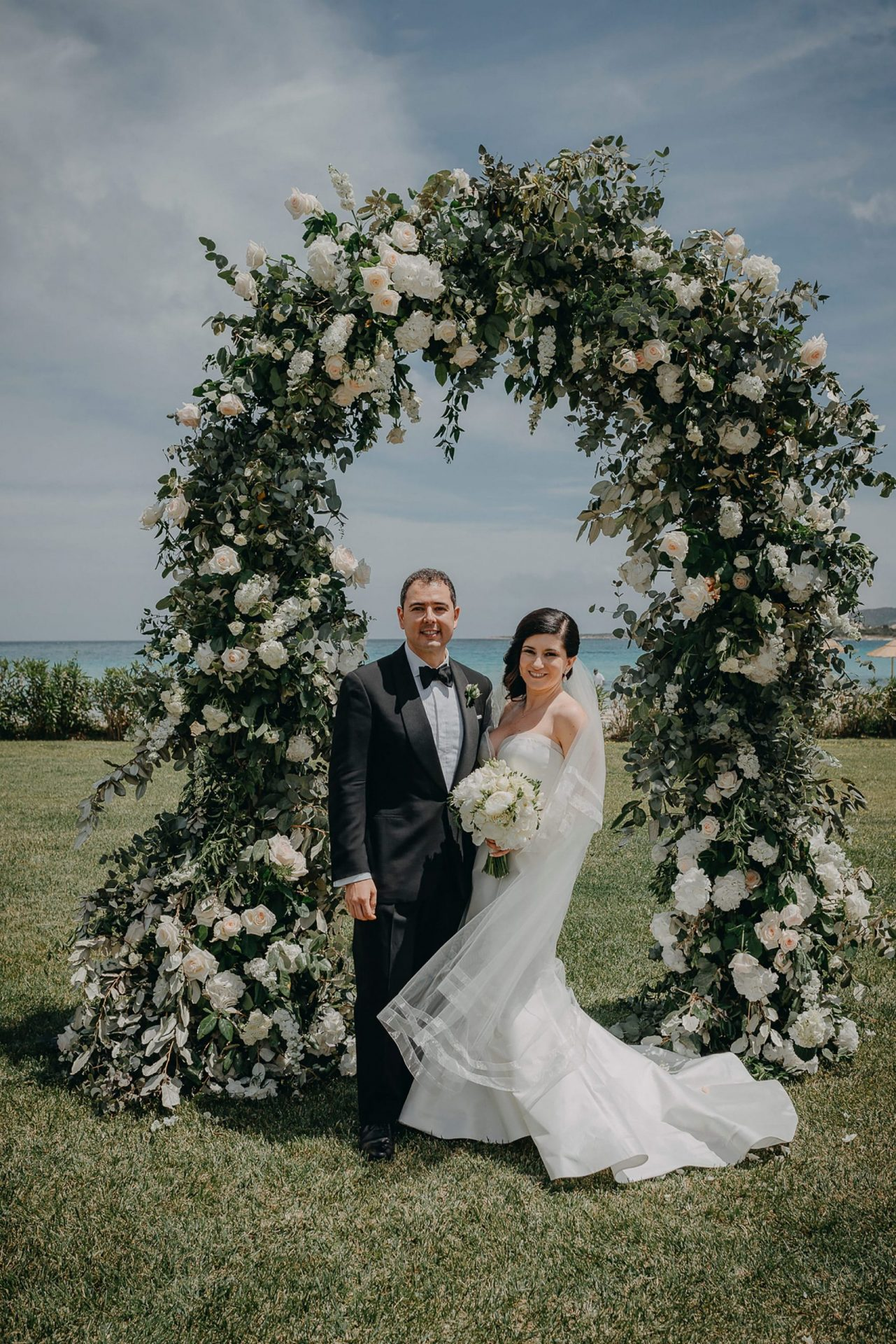 Luca and Anj, great flowers arch