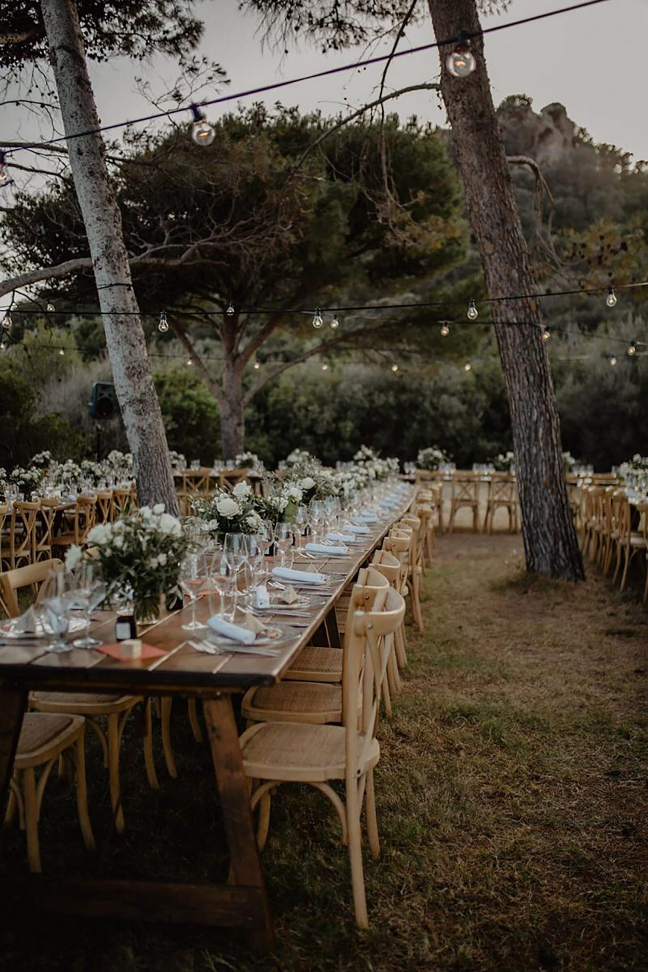 Luca and Delphine, long table dinner in the pine forest