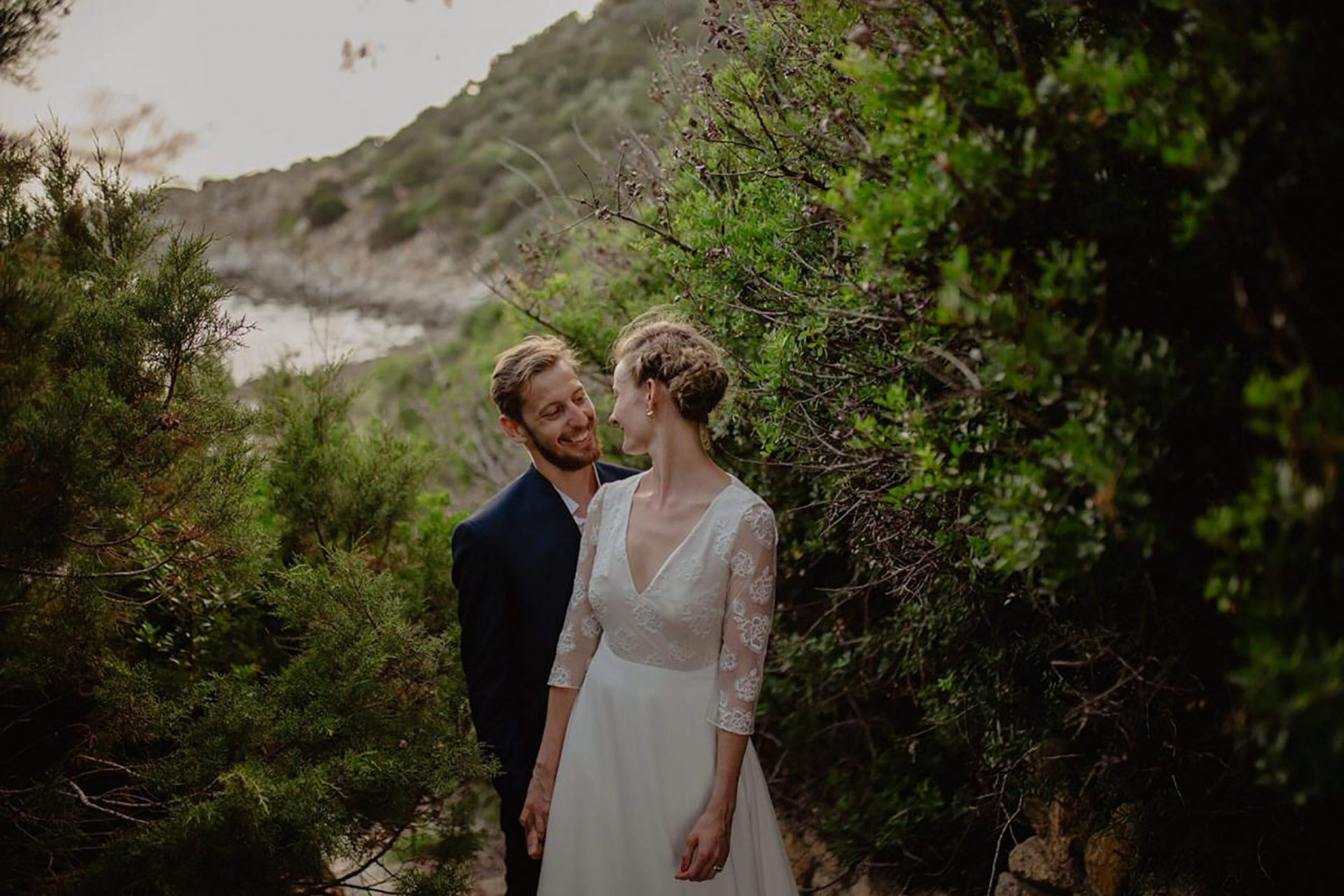 Luca and Delphine, the bride and the groom in the pine forest