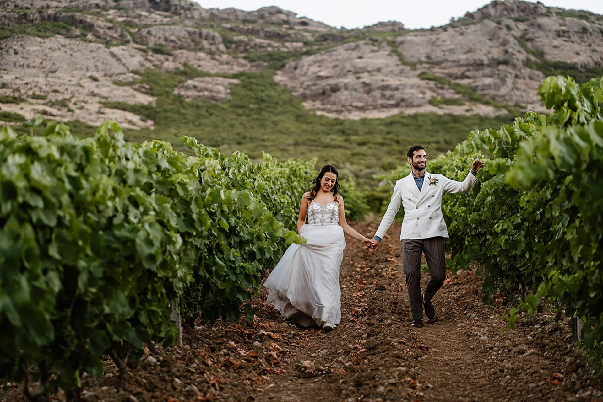 Marianna & Matteo, the bride and the groom in the vineyard
