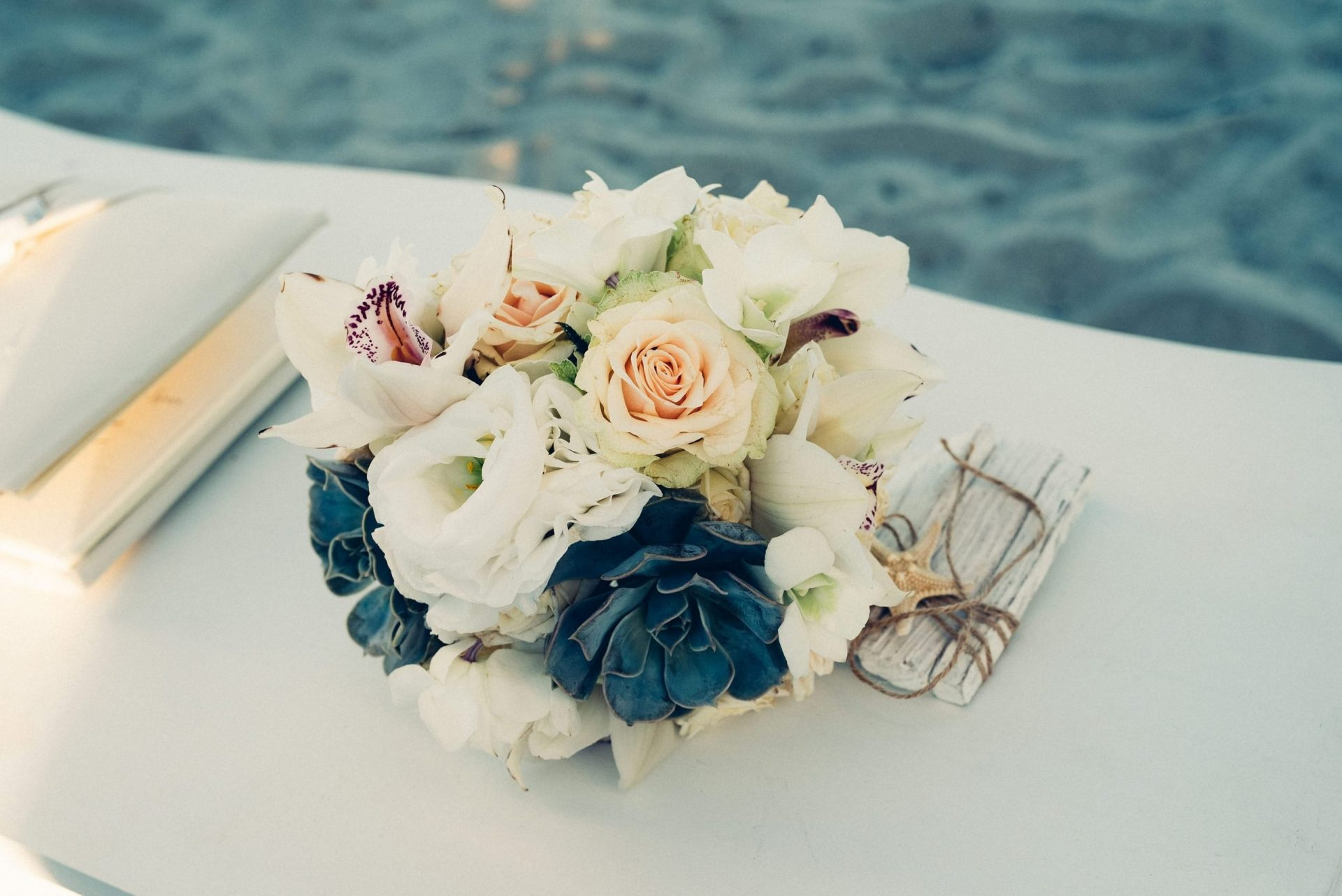 Mario and Mery, sea inspired wedding bouquet