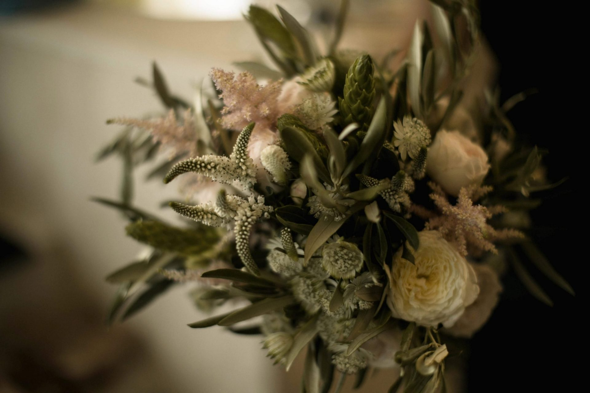 Melanie & Perit, bucolic and sophisticated flower bouquet
