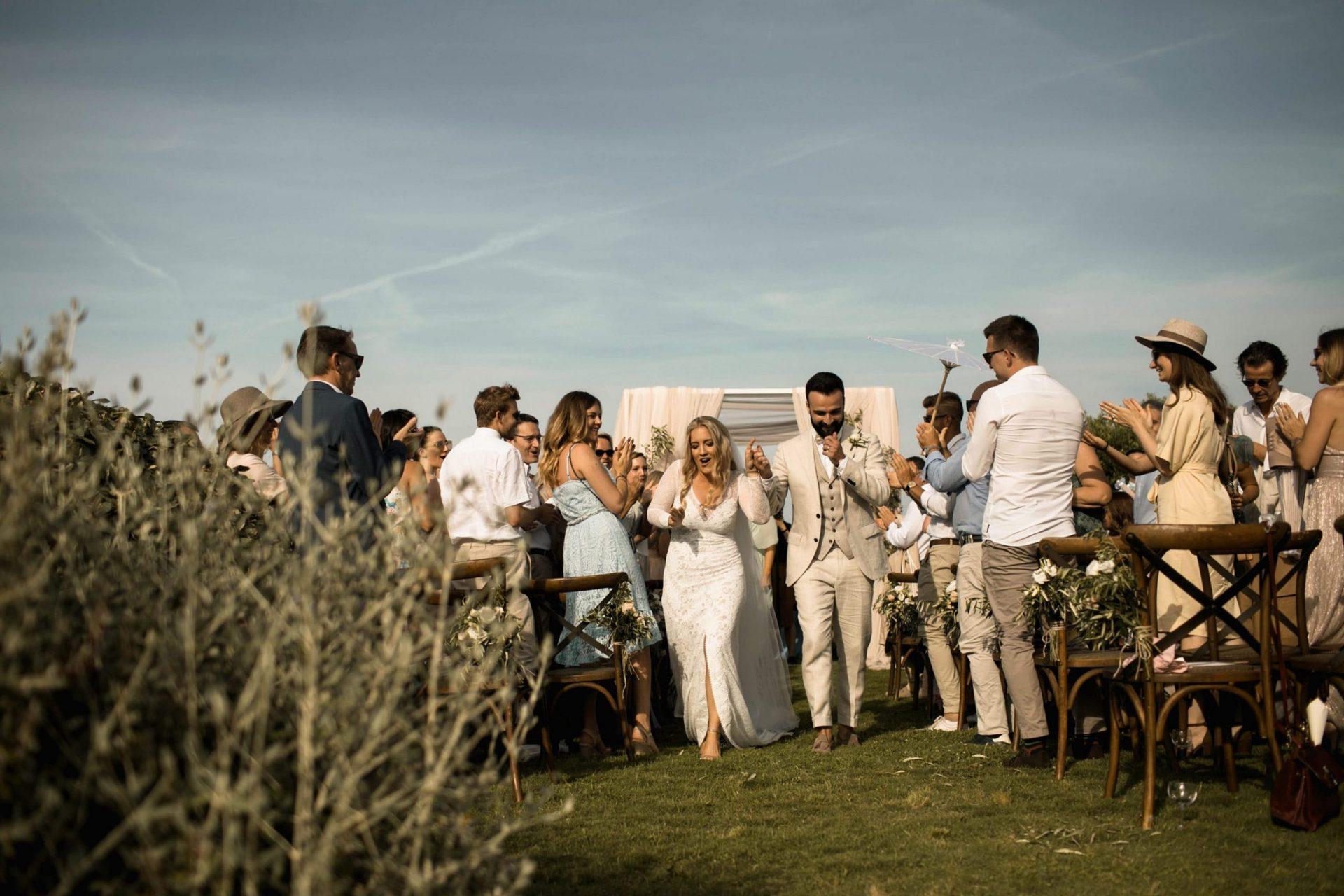 Melanie & Perit, bucolic and sophisticated wedding ceremony