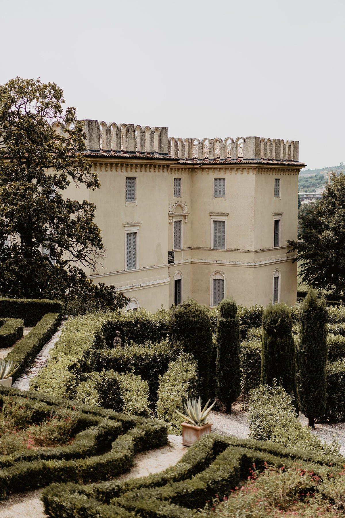 Ranya and Tarek, Italian luxury villa