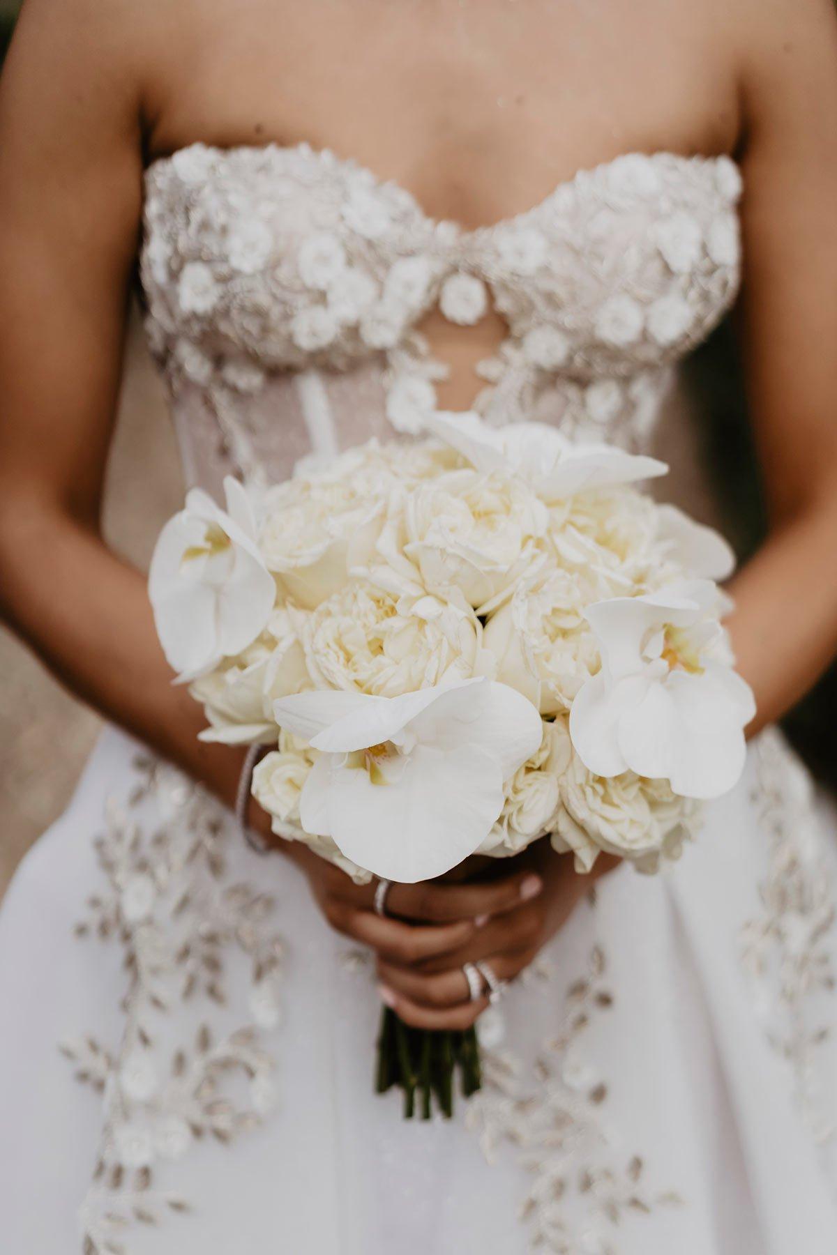 Ranya and Tarek, the bride white bouquet