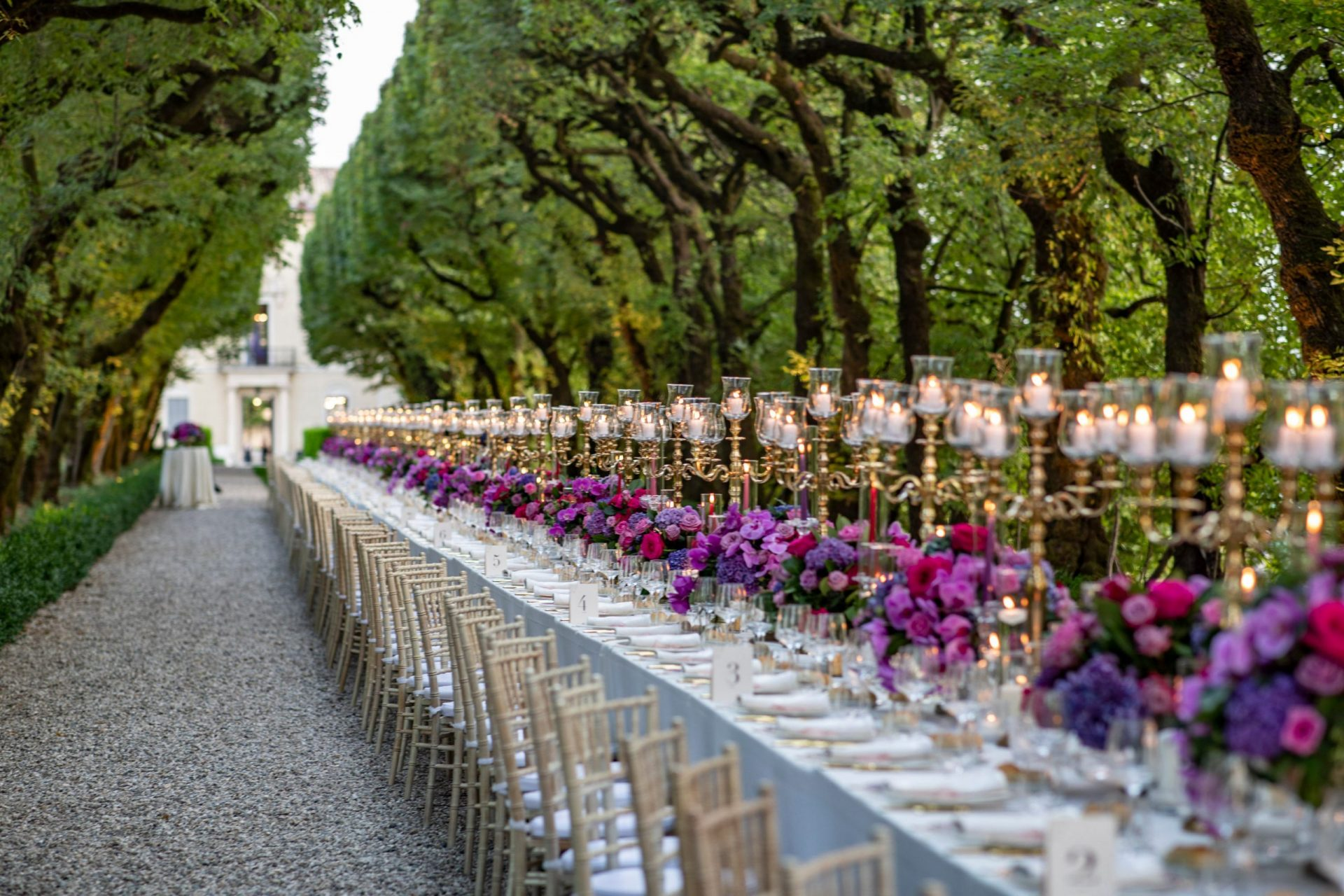 Ranya and Tarek, long dinner table with elegant flowers centrepieces