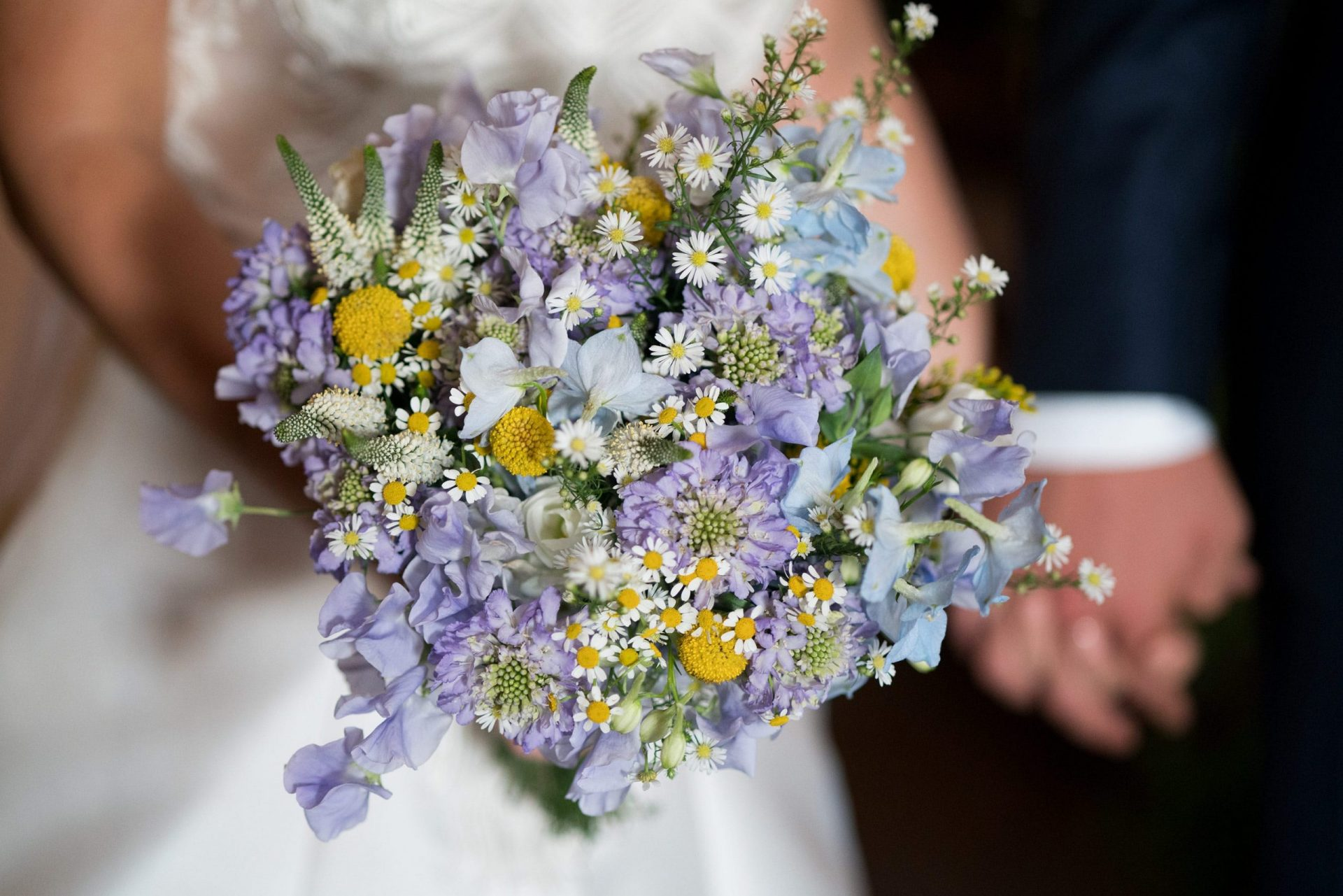 Sara and Leonardo, country garden wedding bouquet