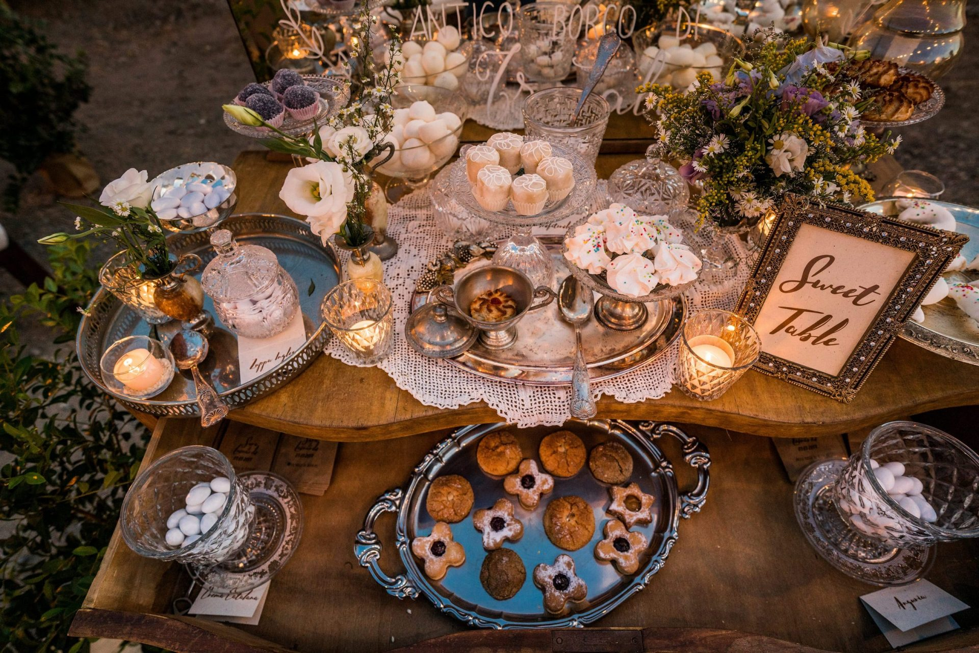 Sara and Leonardo, vintage italian style sweet table