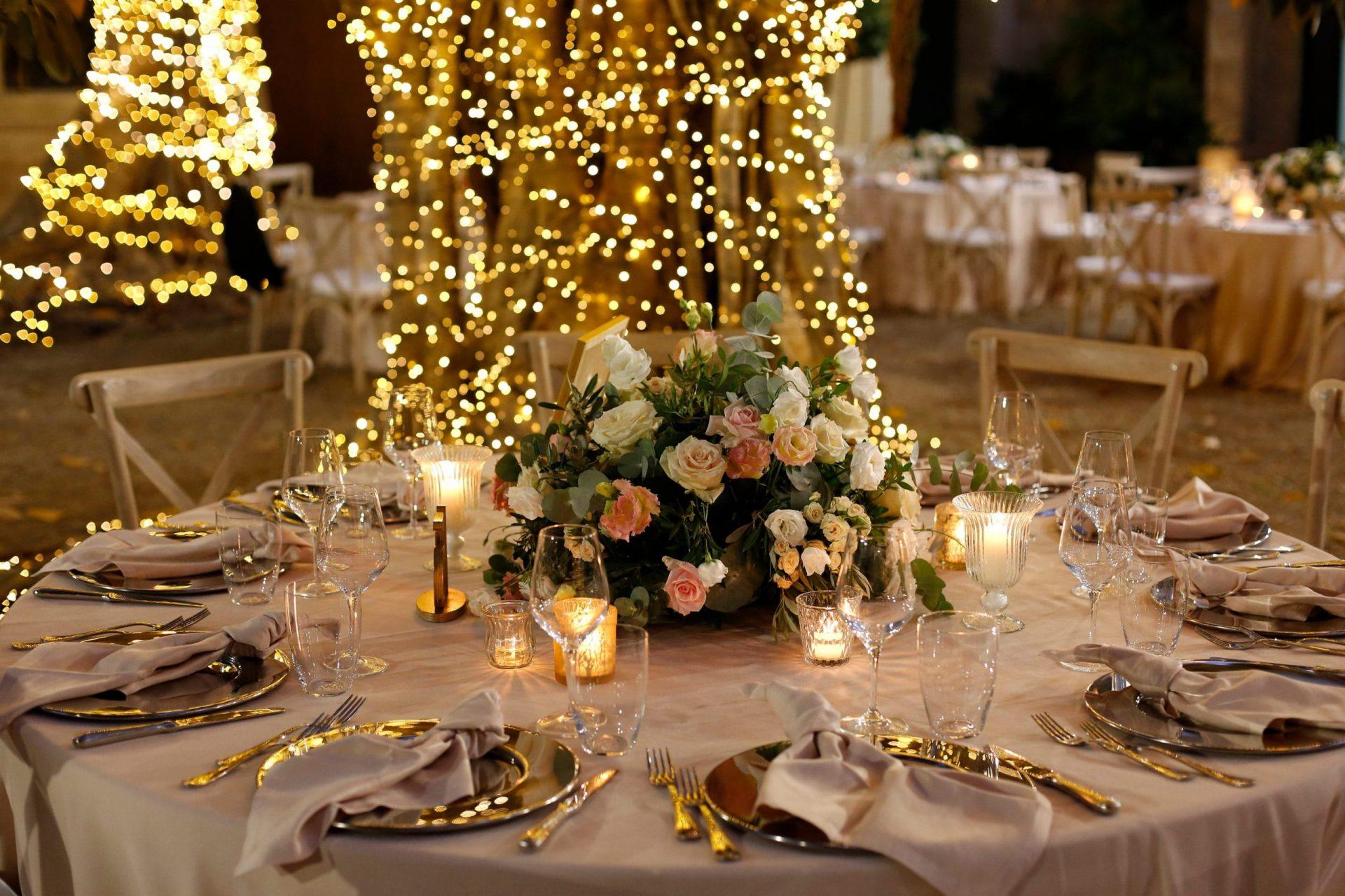 Federica and Stefano, historical villa in Cagliari, wedding reception arrangement