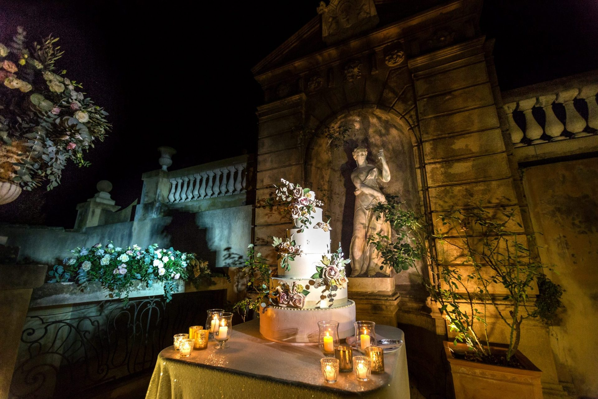 Federica and Stefano, historical villa in Cagliari, wedding cake table