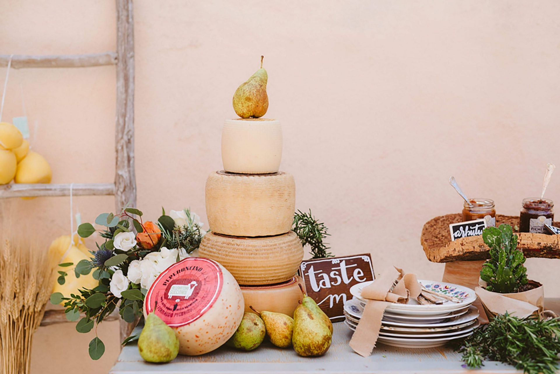 Elopement in traditional Italian village, food details