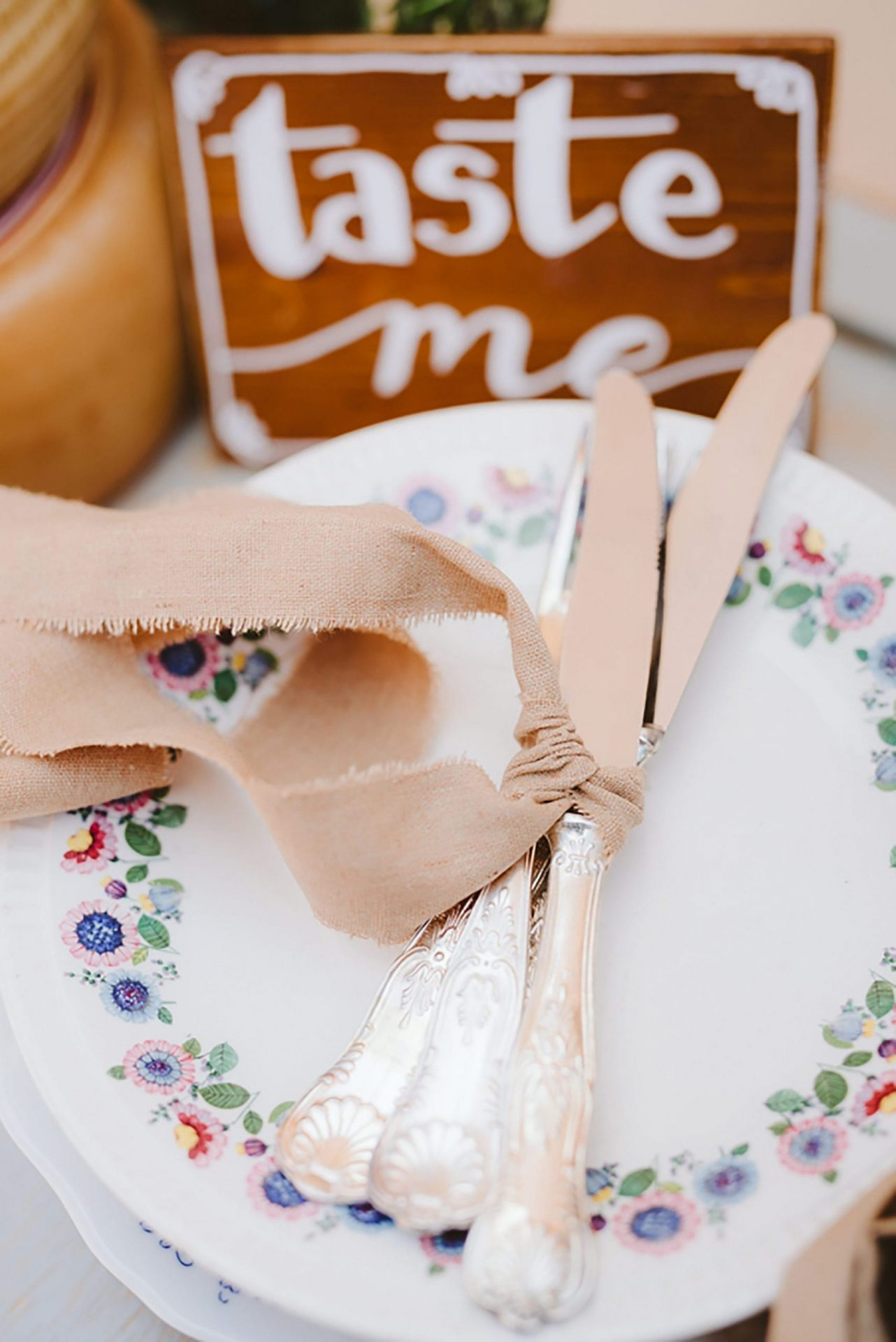 Elopement in traditional Italian village, mise en place detail