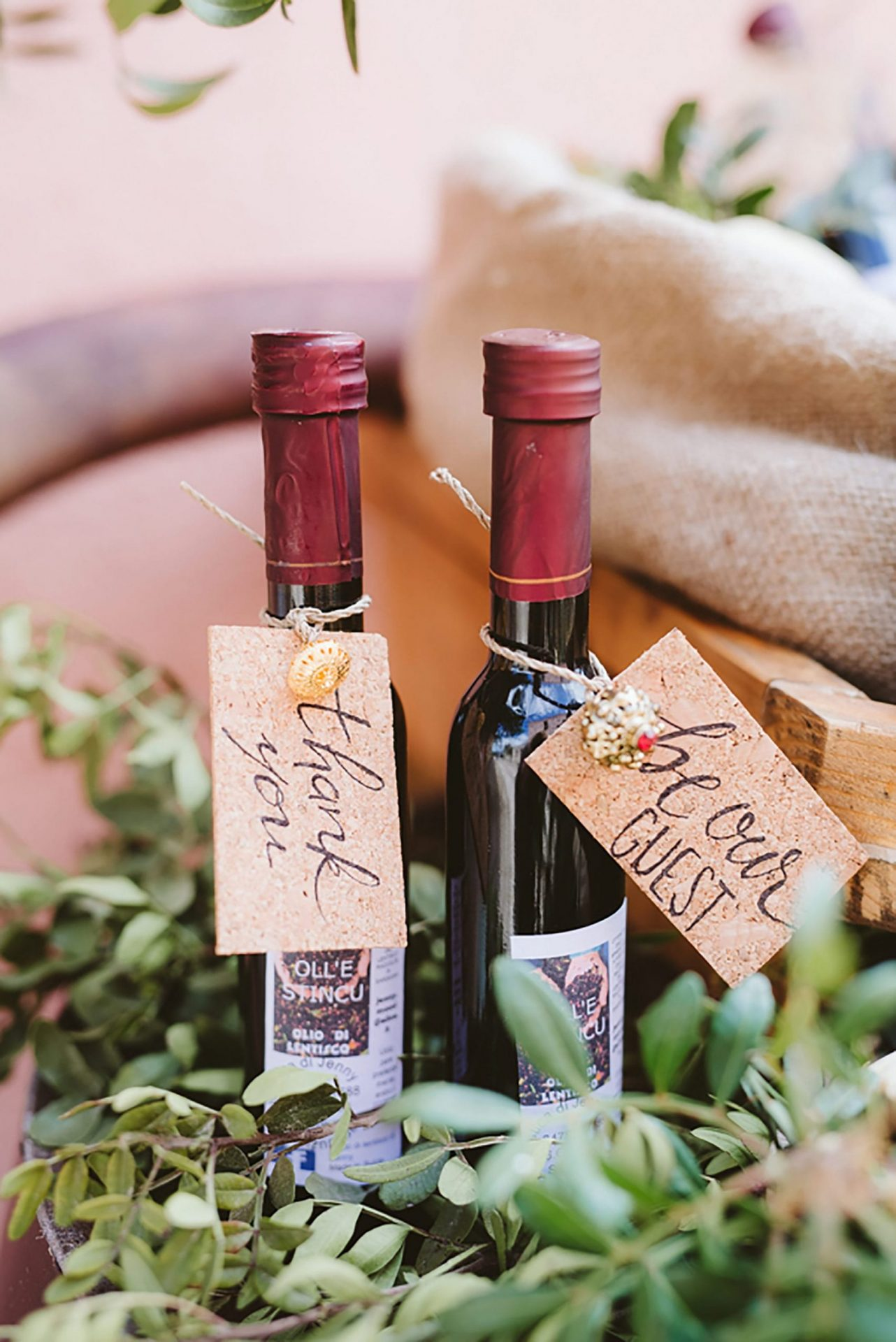 Elopement in Sardinia, wine favors