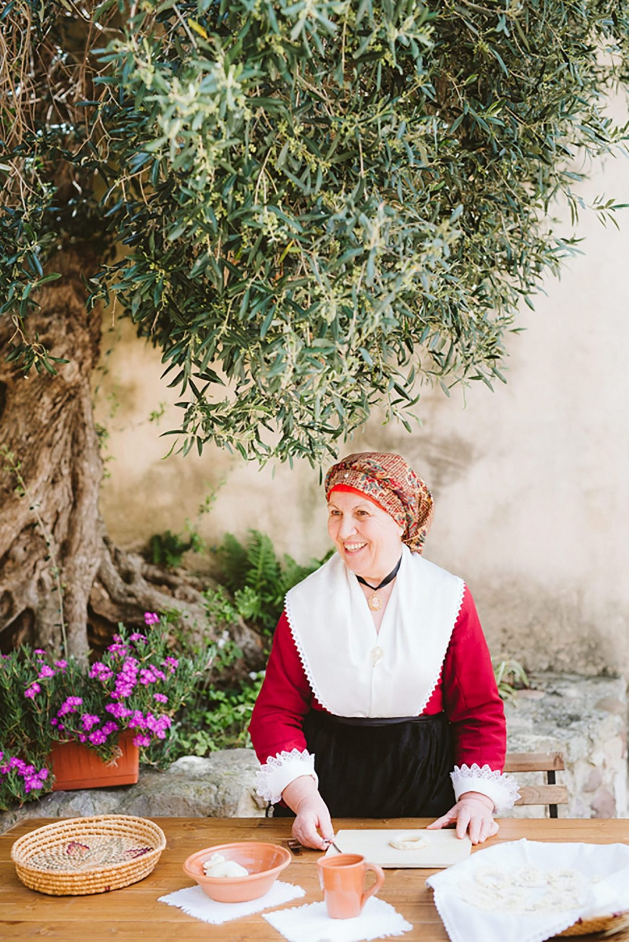 Elopement in ancient Italian village, authentic experience