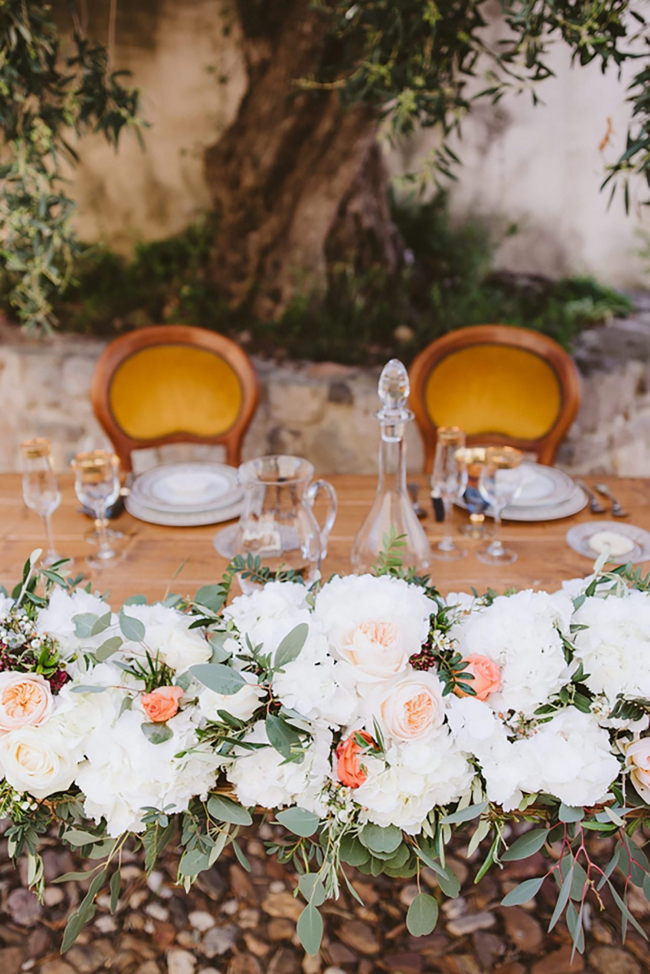 Elopement in ancient italian village, table decor