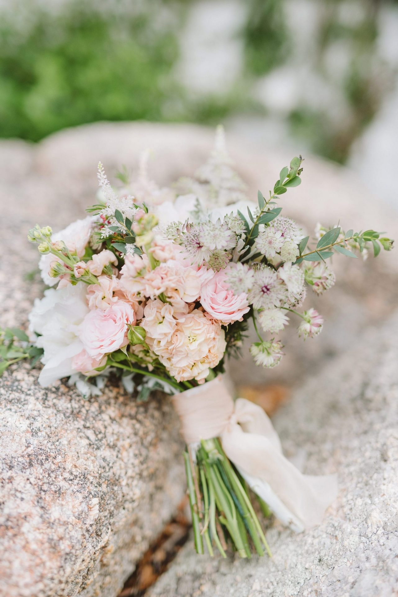 Elopement in Costa Smeralda, bridal bouquet