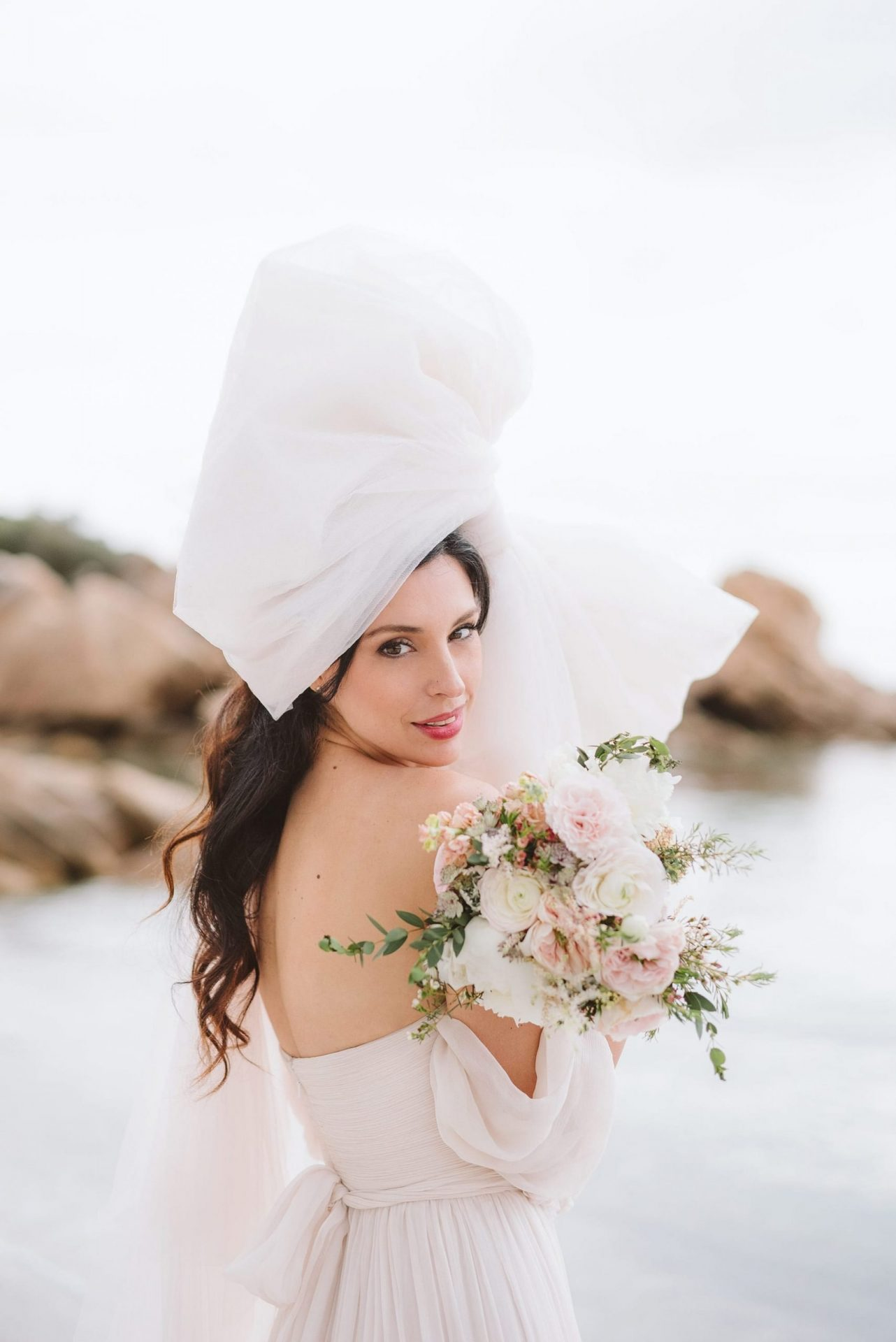 Elopement in Costa Smeralda, bride styling
