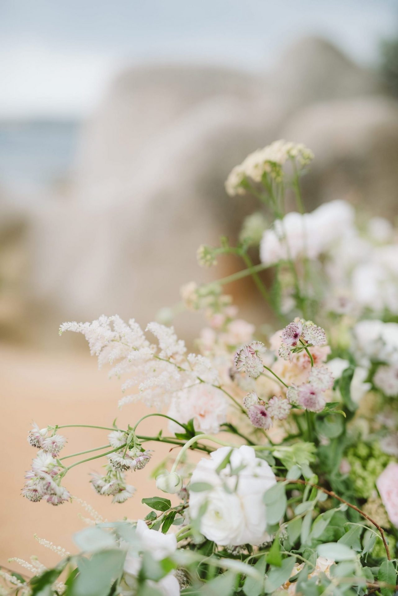 Elopement in Costa Smeralda, flower arrangement