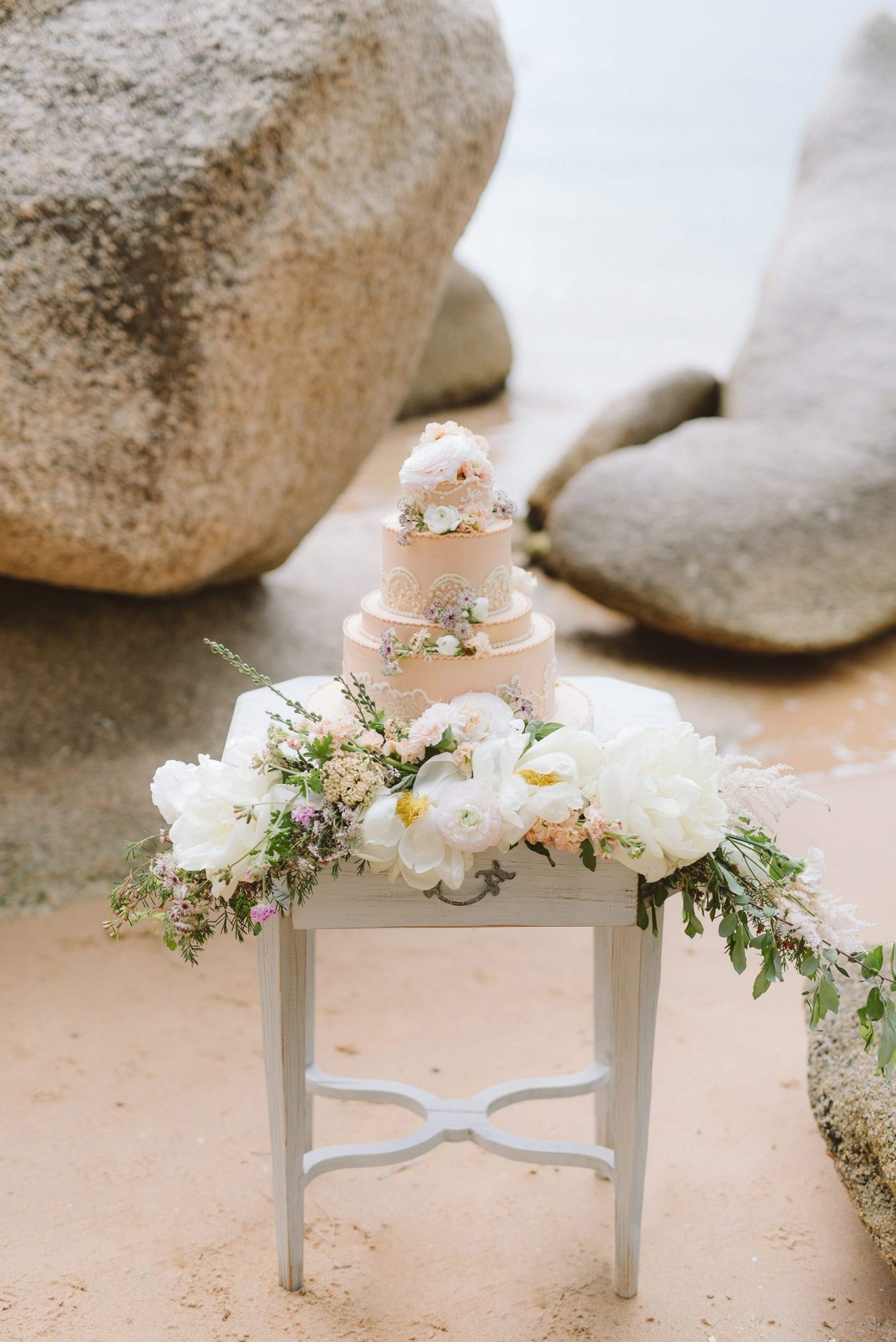 Elopement in Costa Smeralda, wedding cake
