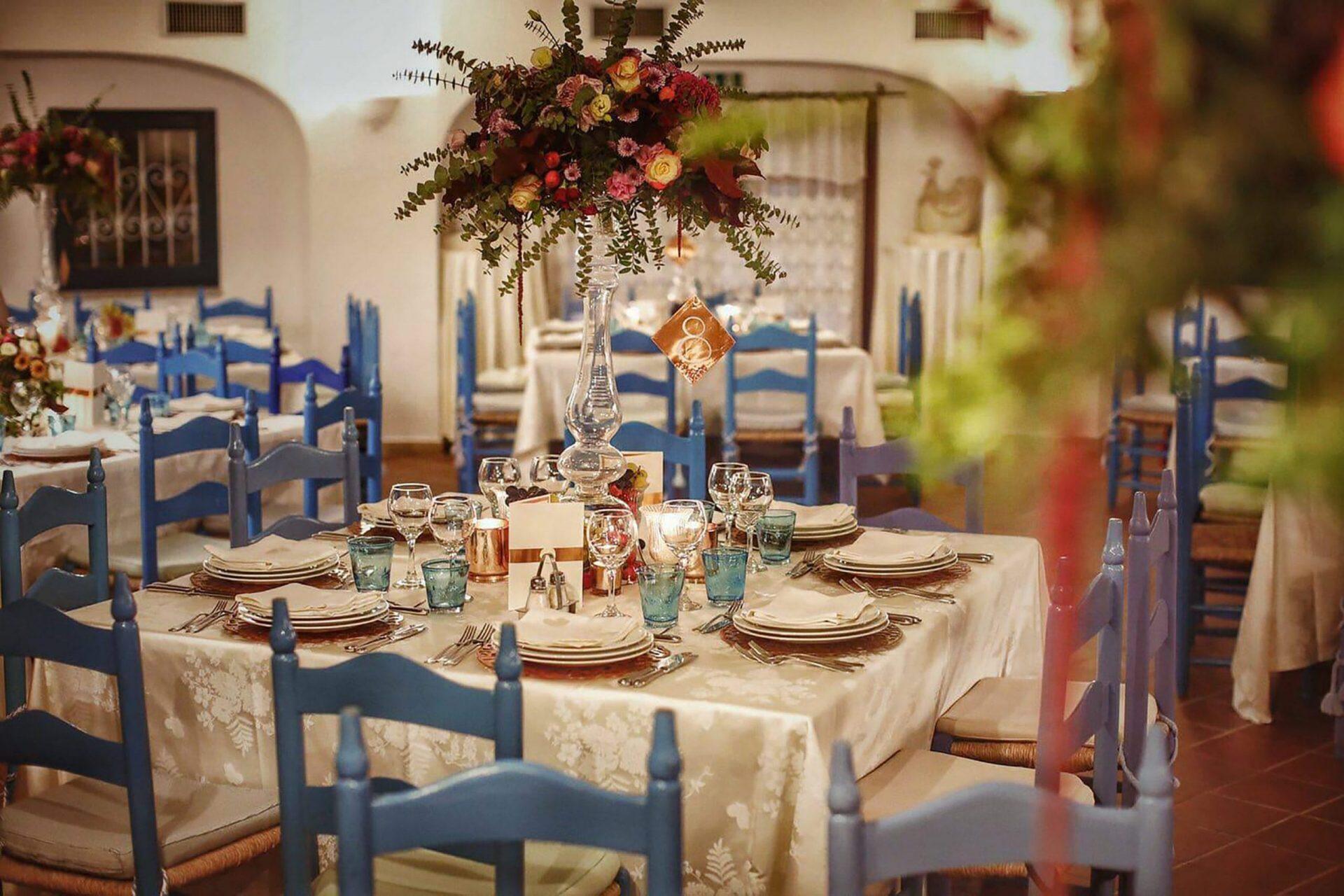 Su Gologone wedding, whimsical table arrangement