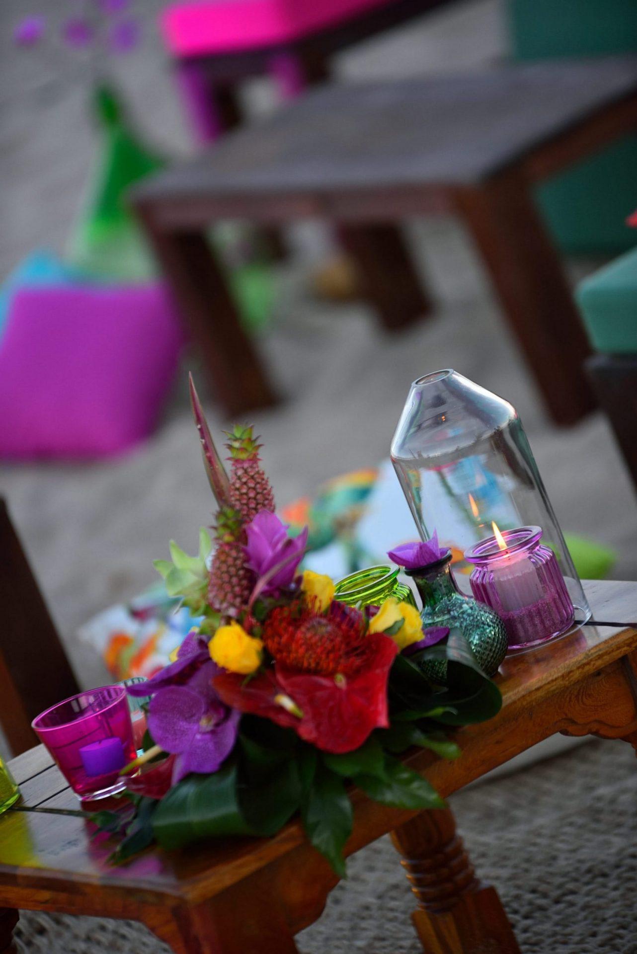 Tropical party in Porto Cervo, table decor